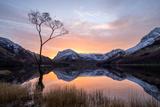 Beautiful Sunrise over Buttermere in the English Lake District Stampa fotografica di Tony Allaker
