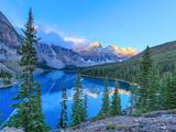 Moraine Lake at Sunrise Fotografisk tryk af Olena Suvorova