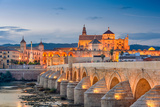 Cordoba, Spain View of the Roman Bridge and Mosque-Cathedral on the Guadalquivir River Reproduction photographique par Sean Pavone