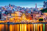 Porto, Portugal Old City Skyline from across the Douro River Fotografie-Druck von Sean Pavone