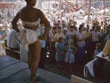 Audience Gathers to Watch a Dancer in a Two-Piece Costume at the Iowa State Fair, 1955 Fotografisk trykk av John Dominis