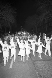 Cheerleaders at the Minnesota- Iowa Game, Minneapolis, Minnesota, November 1960 Fotografisk trykk av Francis Miller