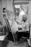 American Artist Margaret Keane Painting in Her Studio, Tennessee, 1965 Reproduction photographique par Bill Ray