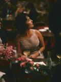 Actress Elizabeth Taylor in the Louis Sherry Bar, Metropolitan Opera Opening, New York, NY, 1959 写真プリント : エール・ジョエル