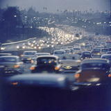 Traffic on Freeway in Los Angeles, California, 1959 Impressão fotográfica por Ralph Crane