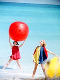 June 1956: Girls Modeling Beach Fashions in Cuba Fotografisk trykk av Gordon Parks