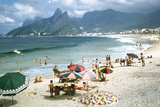 1957: Copacabana Beach, Rio De Janeiro, Brazil Impressão fotográfica por Dmitri Kessel