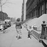 Mother and Son Walking Down Brooklyn Street Together, NY, 1949 Reproduction photographique par Ralph Morse