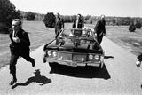 Secret Service Agents in Training, National Aboretum, Washington DC, 1968 Reproduction photographique par Stan Wayman
