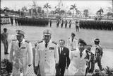 Maj. Gen. Thien Khiem (L), Gen. Van Minh Duong (2L), and Gen. Khanh Saigon, Vietnam, 1964 Reproduction photographique par Larry Burrows