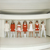 Models Wearing Red and White Ready-To-Wear Fashions Designed by Andre Courreges, 1968 Impressão fotográfica por Bill Ray