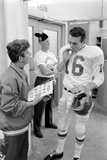 Len Dawson, Quarterback for the Kansas City Chiefs, Smokes a Ciagarette, January 15, 1967 Fotografisk trykk av Bill Ray