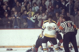 Nhl Boston Bruin Player Derek Sanderson in a Brawl Against Chicago Black Hawks Fotografisk tryk af Art Rickerby