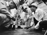 Soichiro Honda Showing Engineers Solution to Body Noise Problem at Research Facility, Japan, 1967 Reproduction photographique par Takeyoshi Tanuma
