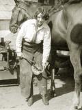 Female Farrier with Horse, 1927 Fotografisk trykk av Scherl Süddeutsche Zeitung Photo
