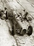 Reifenwechsel beim Großen Preis auf dem Nürburgring, 1934 Fotografie-Druck von Scherl Süddeutsche Zeitung Photo