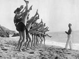 Gymnastics on the Beach, 1926 Fotografisk trykk av Scherl Süddeutsche Zeitung Photo