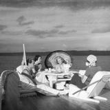 Ausflug auf dem Hausboot Fotografie-Druck von Scherl Süddeutsche Zeitung Photo