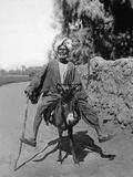 Egyptian Riding a Donkey, 1937 Stampa fotografica di Scherl Süddeutsche Zeitung Photo