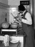 Men on Household Chores Until 1990 Fotografisk trykk av Scherl Süddeutsche Zeitung Photo