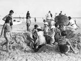 Children at the Beach of La Baule in France, 1932 Fotografisk trykk av  Süddeutsche Zeitung Photo