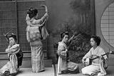Japanese Geishas, 1910's Fotografie-Druck von Scherl Süddeutsche Zeitung Photo