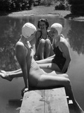 Women at a Lake, 1938 Fotografisk tryk af Scherl Süddeutsche Zeitung Photo