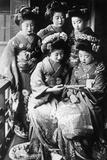 Girls in Japan, 1933 Impressão fotográfica por Scherl Süddeutsche Zeitung Photo