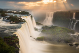 Iguazu Falls Waterfall at Sunset Impressão fotográfica por Alex Saberi