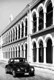 ¡Viva Mexico! B&W Collection - Black VW Beetle Car in Campeche IV Fotografie-Druck von Philippe Hugonnard